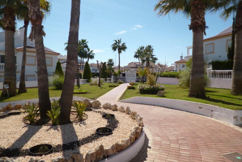9829-quad_house-for-sale-in-la-florida-76202-large