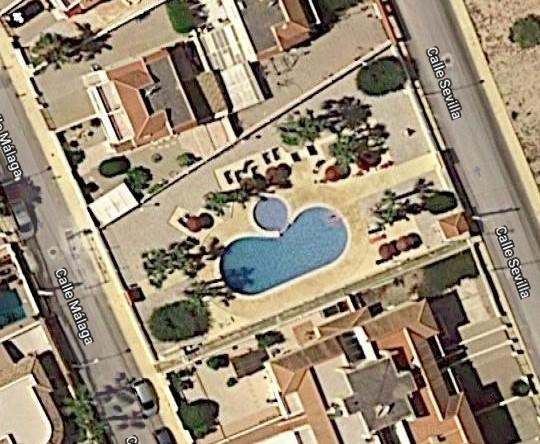 070f8537-piscina