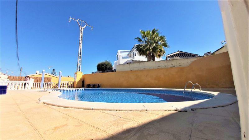 5590f584-bcd4262-piscina