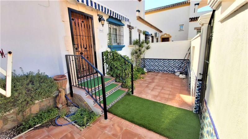 e4bfa7d6-bcd4259-patio-fron
