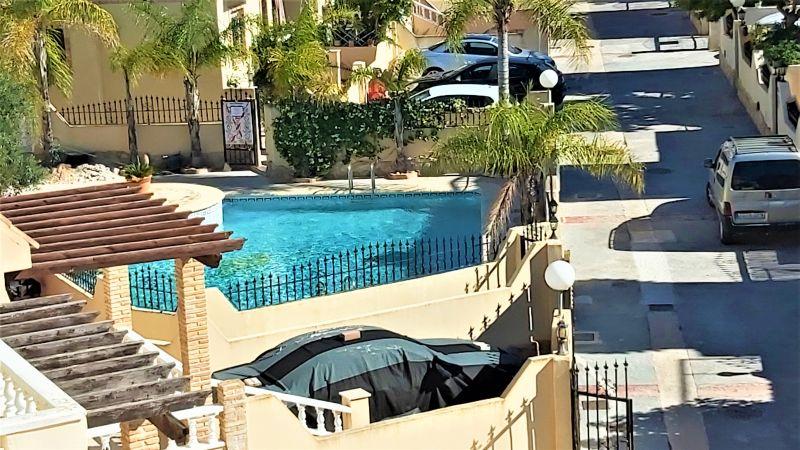ef913175-bcd4302-piscina