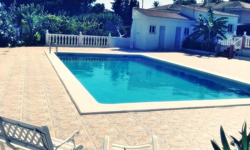 2093a48c-piscina-1