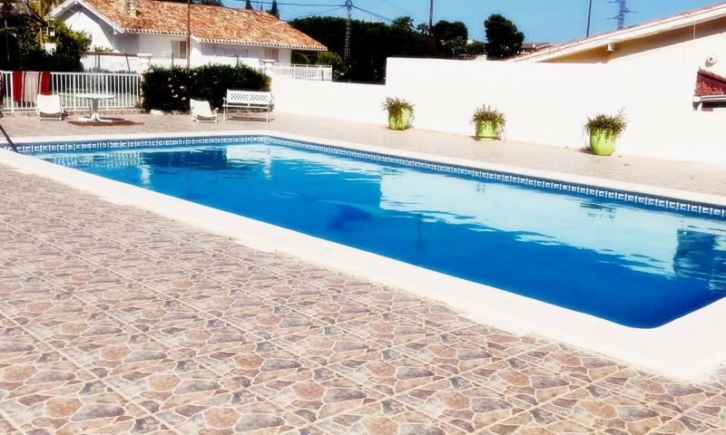 f0689155-piscina-2